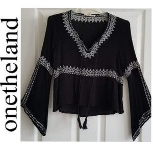 ONETHELAND Embroidered Boho Bell Sleeve Top - M